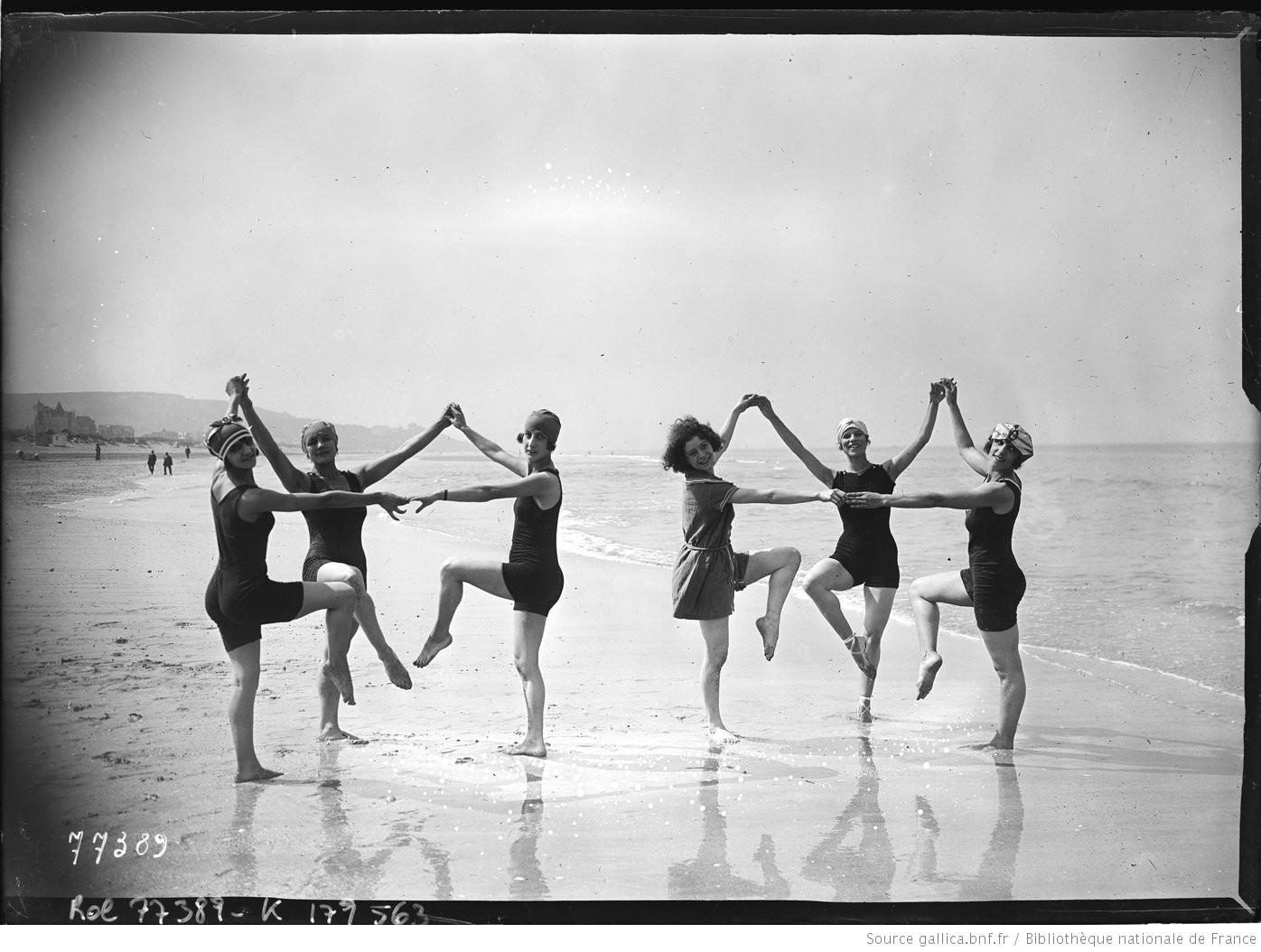 [Groupe_de_6_baigneuses-danseuses_faisant_[...]Agence_Rol_btv1b530907604